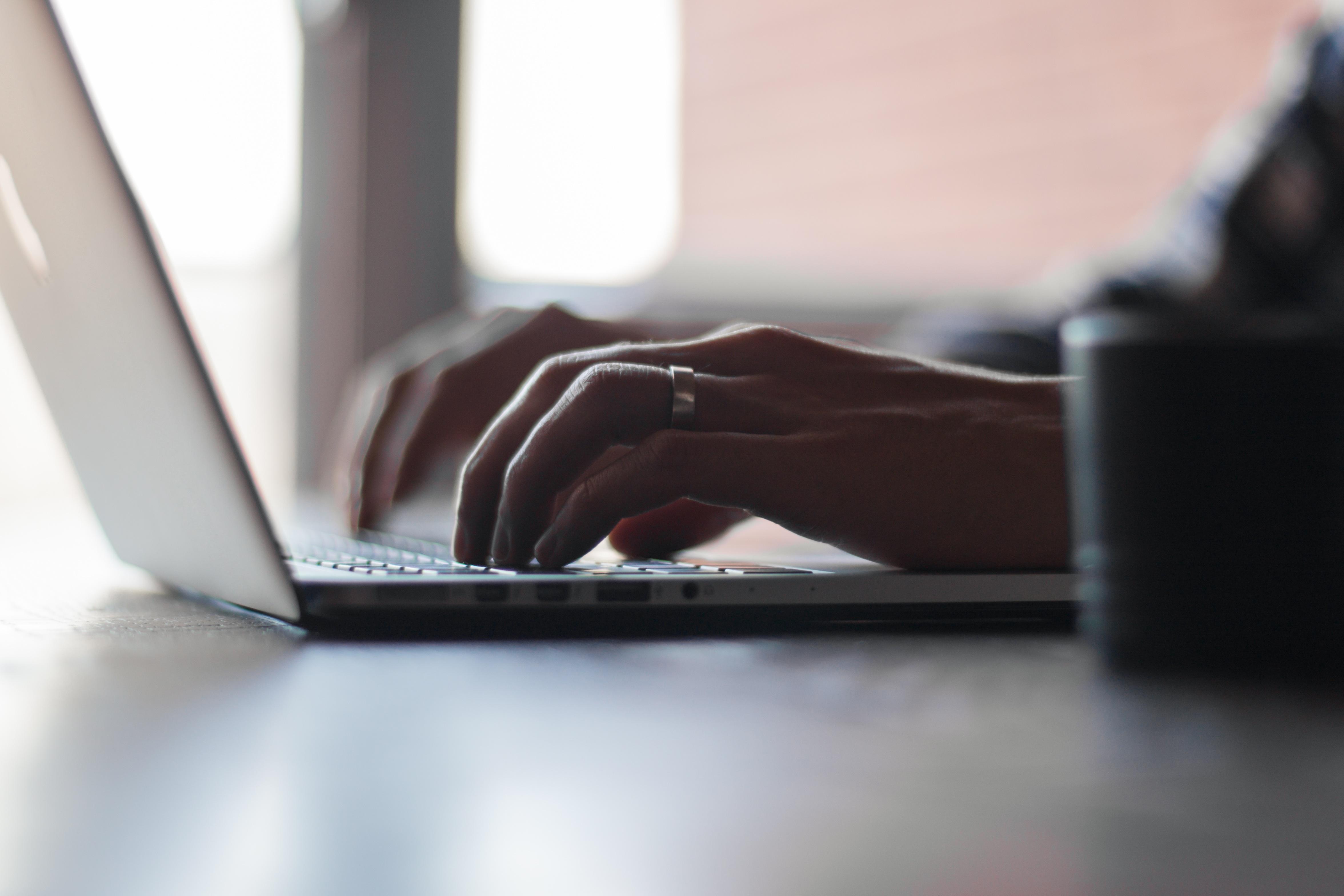 Si può vendere online senza partita iva? Il commercialista risponde